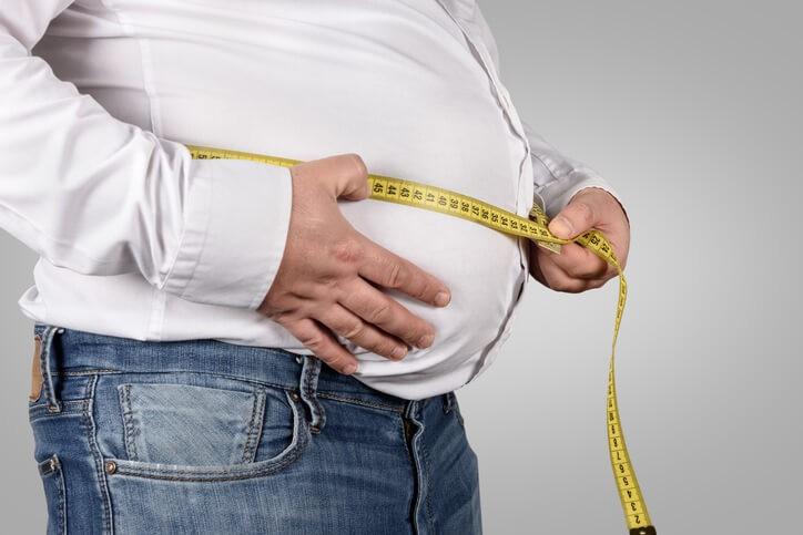 La cirugía bariátrica constituye una herramienta eficaz en pacientes con obesidad mórbida refractaria al tratamiento médico.