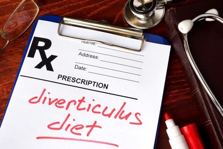 En la diverticulosis o fase asintomática la ingestión de fibra dietética se contempla como una medida coadyuvante al tratamiento.