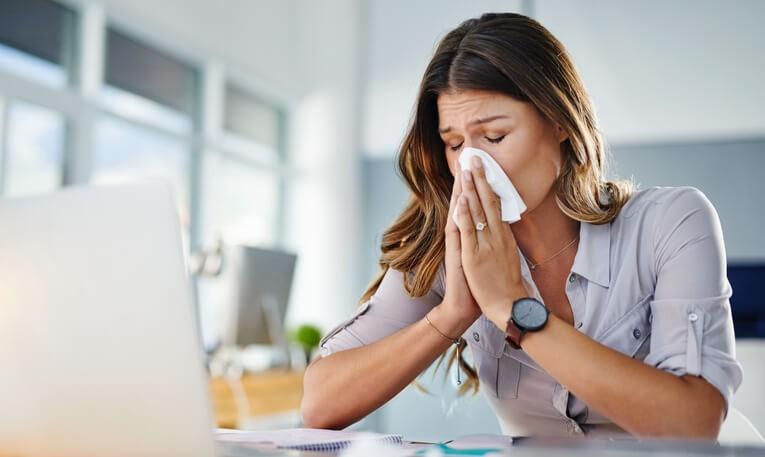 Para prevenir la aparición de los síntomas de alergia lo más importante es evitar el contacto con el alérgeno