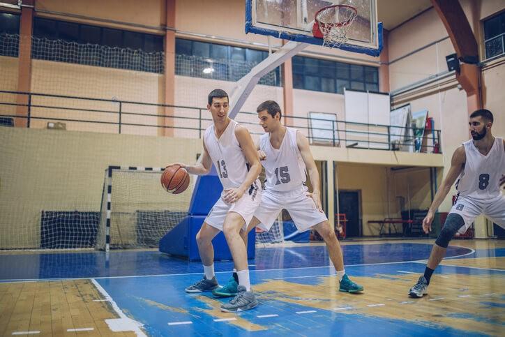 Una vez que la articulación del hombro está estable y funcionalmente recuperado se deberá trabajar el gesto deportivo que originó la lesión