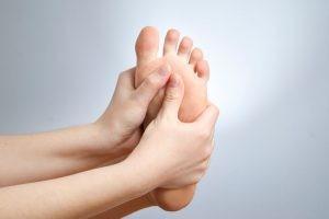 Debemos tener en cuenta que el músculo Sóleo cuando tiene activos sus puntos gatillo, origina un dolor en la planta del pie similar al de la fascitis.