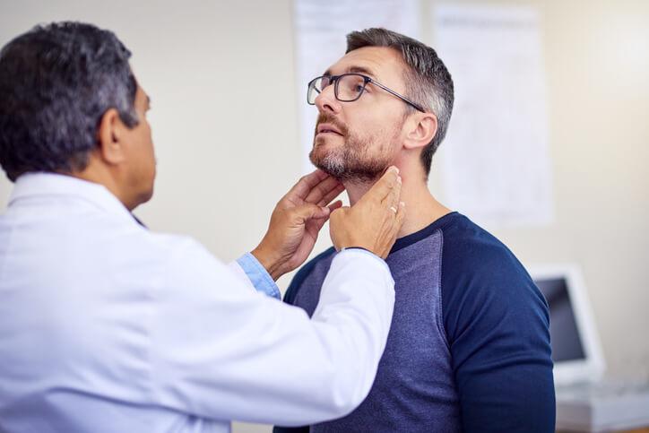La tortícolis o ''cuello torcido'' es un bloqueo que afecta a la movilidad de la columna cervical.