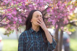 La alergia a la humedad es causante de muchísimos problemas respiratorios que afectan a principalmente a niños y ancianos. Son la tercera causa más frecuente de patología alérgica respiratoria, y la mayoría de las personas presentan alergia perenne.