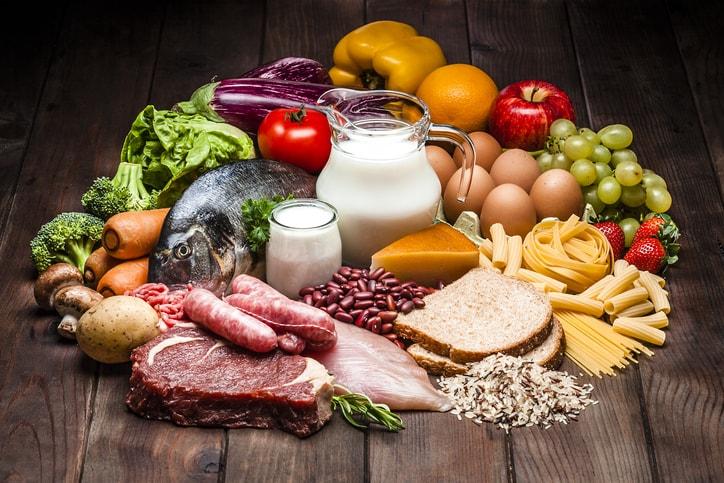 Estos alimentos ricos en histamina se ingieren en la comida, crudos o elaborados, en las bebidas y, también, a través de los aderezos en la elaboración de los alimentos como son las especias, los edulcorantes o los aditivos.
