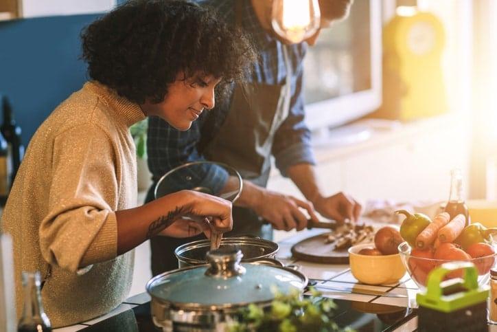 En algunos alimentos se puede sustituir el azúcar por manitol, sacarina, fructosa o aspartamo y, en otros casos, solo reducen el contenido de grasas