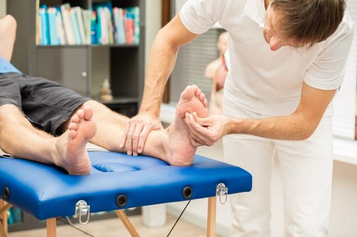 El pie diabético se produce por la acción aislada o en conjunto de complicaciones: