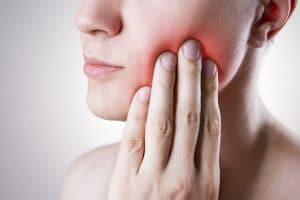 Al existir dolor odontogénico, se debe solicitar la evaluación con el especialista lo más pronto posible para determinar la causa del dolor.