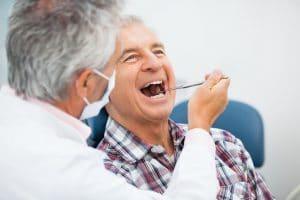 La causa de la gingivitis se encuentra en la mala higiene bucal.