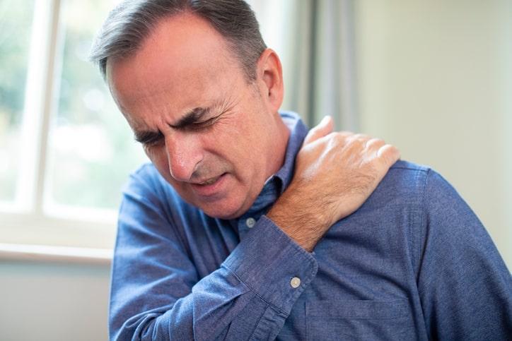 La cápsula es el tejido fibroso que protege todas las articulaciones, por tanto, se puede tener una capsulitis en cualquier articulación.